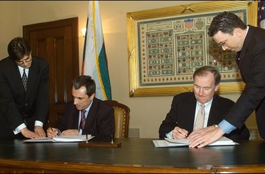 Plamen Oresharski and Robert Kimmitt signed double taxation avoidance agreement between Bulgaria and USA